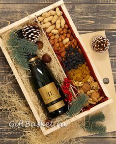 Detalles Diy Christmas Gifts For Friends, Christmas Gift Baskets, Christmas Gift Box, Holiday Gifts, Christmas Crafts, Creative Gift Baskets, Wine Gift Baskets, Creative Gifts, Wine Gifts