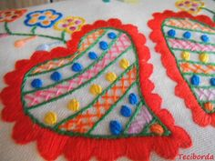 LENÇO DE NAMORADOS Heart Mirror, Beautiful Patterns, Embroidery Stitches, Needlepoint, Portugal, Pouch, Felt, Lingerie, Colors
