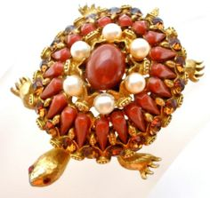 Vintage Har Turtle Rhinestone Brooch Red Orange Designer Signed Figural This is a wonderful rare Har turtle brooch. This figural comes from a personal collection. It has amber, orange colored rhine. Jewelry 2014, Womens Jewelry Rings, Luxury Jewelry, Jewelry Accessories, Fine Jewelry, Women Jewelry, Fashion Jewelry, Jewelry Design, Prom Jewelry