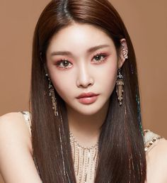 Image uploaded by moonlight🌙. Find images and videos about kpop, chungha and kim chungha on We Heart It - the app to get lost in what you love. Korean Makeup Look, Korean Beauty, Asian Beauty, Korean Natural Makeup, Asian Eye Makeup, Make Up Looks, Makeup Inspo, Makeup Inspiration, Makeup Style