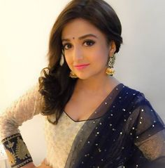 Celebrity singer Monali Thakur recently uploaded a picture of herself on social media. Cute Little Girl Dresses, Cute Little Girls, Beautiful Bollywood Actress, Beautiful Actresses, Punjabi Fashion, Indian Fashion, Celebrity Singers, Beautiful Suit, Dress Indian Style