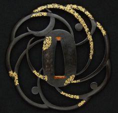 Japanese aesthetics: Tsuba (sword guard) in the form of crescent moons. About century, Japan Samurai Weapons, Katana Swords, Samurai Warrior, Knives And Swords, Kendo, Armes Futures, Art Japonais, Japanese Sword, Arm Armor