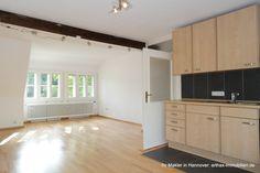 Teil des Hofensembles in Isernhagen: Blick in die Wohnküche der Einliegerwohnung Divider, Kitchen Cabinets, Room, Furniture, Home Decor, Detached House, Real Estates, Garden Cottage, Homes