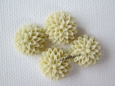 4PCS  Vanilla  Chrysanthemum Cabochons  15mm  Matte by ZARDENIA, $2.00