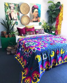 Full Colors DIY Boho Bedroom Decor Ideas Simply put, bohemian decor is about mixing, matching, coloring and smartly placing of unique items at a location. When it has to do with bohemian deco… Bohemian Bedroom Decor, Bohemian Style Bedrooms, Bohemian Homes, Bohemian Bedding, Bohemian Interior, Boho Style, Home Design, Interior Design, Design Ideas