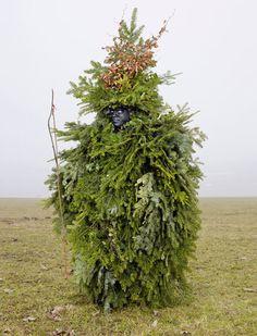 【世にも奇妙な伝統】へんてこな着ぐるみをきたヨーロッパのワイルドな人々 - IRORIO(イロリオ)