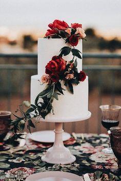 beautiful fall/winter wedding cake #Floralweddingcakes