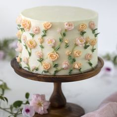 A moist strawberry cake with a kiss of lemon covered in delicate buttercream flowers. Pretty Birthday Cakes, Pretty Cakes, Cute Cakes, Beautiful Cakes, Amazing Cakes, Strawberry Buttercream, Buttercream Flowers, Strawberry Cakes, Bolo Floral