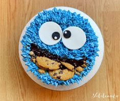 "I love this cake! Cookie Monster was one of my favorite characters on Sesame Street! ""C is for cookie…"" This would be a great cake for a Sesame Street themed party. Cookies Et Biscuits, Cake Cookies, Fondant Cakes, Cupcake Cakes, Buttercream Cake Designs, Novelty Cakes, Cute Cakes, Creative Cakes, Birthday Cakes"