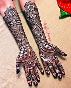 If you are looking for bridal mehndi designs for your wedding, then check out these top 30 mehandi images for some inspiration. Right from a simple mehndi design to an elaborate bridal henna design, you'll find it in here! Wedding Henna Designs, Indian Henna Designs, Engagement Mehndi Designs, Simple Arabic Mehndi Designs, Latest Bridal Mehndi Designs, Full Hand Mehndi Designs, Mehndi Designs 2018, Mehndi Designs For Beginners, Mehndi Design Photos