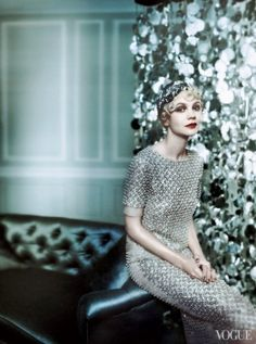 Carey Mulligan - May 2013 - Great Gatsby-Inspired - Vogue US - Cover and Editorial - Oscar de la Renta beaded silk organza top and matching skirt - Photo by Mario Testino Great Gatsby Fashion, 20s Fashion, The Great Gatsby, Fashion Week, Look Fashion, Vintage Fashion, Nail Fashion, Fashion Mode, Lifestyle Fashion