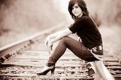 Railroad senior picture ideas for girls Senior Photography, Woods Photography, Cute Photography, Autumn Photography, Railroad Senior Pictures, Girl Senior Pictures, Senior Girls, Female Senior Portraits, Portrait Poses