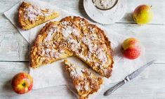 Who doesn't love Milopita? It's juicy, delicious and fragrant with that sweet apple filling... Apple Tart Recipe, Apple Pie Recipes, Greek Recipes, Canning Soup, German Cookies, Apple Filling, Clean Diet, Baking With Kids, Sliced Almonds