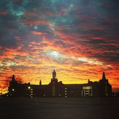 Another beautiful Waco sunset, this one over the #Baylor Science Building.