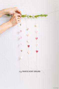 #DIY Valentine's Day decor // Painted heart garland - Coco/Mingo