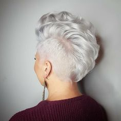 26 Blonde Pixie Haircuts Looks Like Katy Perry , Blonde Pixie with Long Layers ❤ Pixie haircuts are the best when you decide to go for a change. The number of styles will not leave you indif. Blonde Pixie Haircut, Pixie Haircuts, Blonde Haircuts, Boy Haircuts, Try On Hairstyles, Hairstyles 2018, Hairstyle Men, Formal Hairstyles, Mohawk Hairstyles For Women