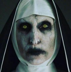 Valak the Nun costume Nun Halloween Costume, Nun Costume, Halloween Horror, Halloween 2017, Halloween Makeup, Halloween Hair, Diy Costumes, Halloween Ideas, Scary Movies