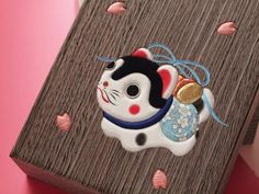 Japanese Cat, Japanese Toys, Japanese Art Styles, Asian Quilts, Japanese Mythology, Japan Image, Maneki Neko, Japan Art, Animal Sculptures