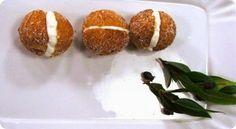 Castagnole di ricotta al mirto di Sardegna. Grubs, Taste Buds, Ricotta, Baked Potato, Ethnic Recipes, Discovery, Argentina, Baked Potatoes, Oven Potatoes