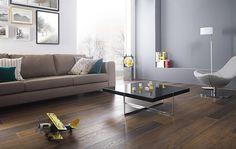 …klasyki z nowoczesnością! Możesz sobie na niego pozwolić, a pomoże Ci w tym kolekcja Hasel. Klasyczny rysunek drewna, podkreślony wyraźną tonalnością poszczególnych płytek. Do wyboru jedna z trzech kolorystyk: jasny beż, ciepła ochra i ciemny brąz. Jako dekorację można wykorzystać listwę mix-paski, która idealnie pasuje do każdej kolorystyki płytek. Drewno w nowym wydaniu? Gotowe!