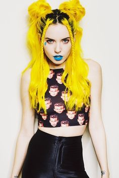Check out this easy hair color guide to orange and yellow hair! It comes complete with photos and dyes used, including Manic Panic, Pravana, and La Riche. Best Picture For DIY Hair Color tips For Your Light Blue Hair Dye, Yellow Hair Dye, Neon Hair Color, Dyed Hair Blue, Bright Hair, Pastel Hair, Bright Yellow, Hair Colors, Violet Hair