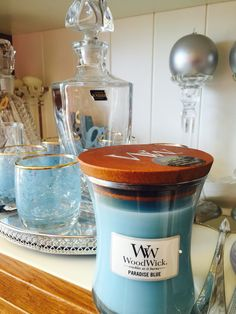 Paradise blue perfection .this candle smells like a summer vacation ♥️♥️#woodwickisrael