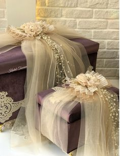 Nisan bohcasi suslemeleri Wedding Gift Wrapping, Wedding Gift Boxes, Creative Gift Wrapping, Wedding Gifts, Corporate Gift Baskets, Corporate Gifts, Wedding Engagement, Diy Wedding, Wedding Hamper