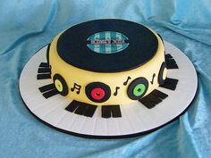 Record Cake Music Themed Cakes, Music Cakes, Themed Cupcakes, Bolo Dj, Birth Cakes, Record Cake, Dad Birthday Cakes, 60th Birthday, Mad Hatter Cake