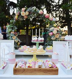Όμορφες ιδέες διακόσμησης κοριτσίστικης βάπτισης - EverAfter Cookie Display, Christening Invitations, Dessert Table, Wedding Table, Projects To Try, Birthdays, Bloom, Girly, Candy