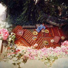 Yves Saint Laurent in his garden, photo by Horst.  Very beautiful Moroccan rugs