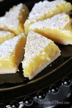 Lemon Bars Recipe ~ lemon filling is the perfect balance of sweet and tart and the crust is flaky and buttery. - finally a lemon bar without unnecessary glaze! Lemon Desserts, Lemon Recipes, Just Desserts, Sweet Recipes, Delicious Desserts, Dessert Recipes, Yummy Food, Bar Recipes, Gastronomia