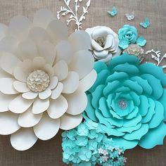 #paperflowers #floresdepapel #handmade #hechoamano #crafting #paper #papercraft #diypaperflowers #diy #makingflowers #decor #homedecor #partydecoration #weddingdecor #quinceañera #paperflorist #instaflowers #mountairync #northcarolina