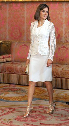 Repasamos los mejores looks de la Reina Letizia en el color blanco, símbolo de la pureza por excelencia.