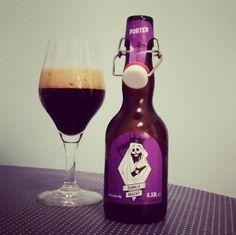Hopper Bräu - Dunkle Macht. Porter  mit getorftem Malz.  #porter #craftbeer #dunklemacht #dunkel #bier #hopperbräu #hamburg #starkbier #beerporn #beerlove #kiel #drinkcraftbeer #nowdrinking @hopper_braeu