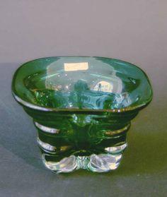 Grønnlig kvadratisk krystallskål, 1950talls   Magnor  Munnblåst.