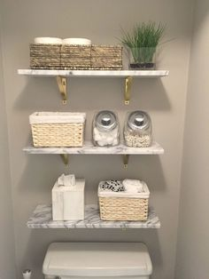 Marble wall shelves from Wooden shelves and toilet paper in a basket.- Wandregale aus Marmor von Holzregale und Toilettenpapier in einem Korb. Bau… Marble wall shelves from Wooden shelves and … - Wall Mounted Shelves, Wooden Shelves, Wood Shelf, Glass Shelves, Mounted Tv Decor, Drawer Shelves, Basket Shelves, Wall Sconces, Living Room Rug Placement