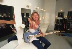 DAVE MURRAY (Iron Maiden): a legend of finger strength and sweep picking!