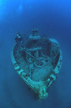 this stuff creeps me out so much Beneath The Sea, What Lies Beneath, Under The Sea, Abandoned Ships, Abandoned Places, Abandoned Cars, Sunken City, Sea Storm, Underwater City