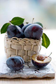 Italian prune plums, just the right ones for baking German Pflaumenkuchen (plum cake).
