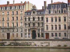 °Lyon - Grande synagogue de Lyon, édifiée en 1863 - 1864 sur le quai Tilsitt.