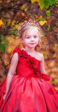 Photos Of Cute Babies, Little Girl Photos, Cute Little Baby Girl, Cute Young Girl, Beautiful Little Girls, Cute Baby Pictures, Little Girl Outfits, Beautiful Children, Beautiful Babies
