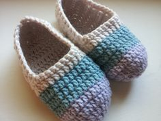 Free pattern for crochet slippers - good basic pattern to experiment with!