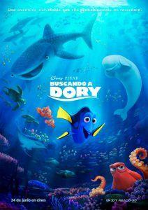 """Buscando a Dory. Un año después de los acontecimientos narrados en """"Buscando a Nemo"""", Dory vive apaciblemente con Marlin y su hijo Nemo. Pero durante un viaje para ver cómo las mantarrayas migran de vuelta a casa, los problemas de memoria de Dory parecen desaparecer durante un segundo: recuerda que tiene una familia e inmediatamente decide emprender viaje para reencontrarse con sus padres, a los que perdió hace años."""