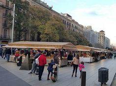 Barcelone rayonne par sa culture, sa gastronomie, son climat, son équipe de football et son incroyable joie de vivre. Difficile de s'ennuyer dans la capitale de la Catalogne ! Sa situation privilégiée sur le littoral méditerranéen lui donne l'air d'être p