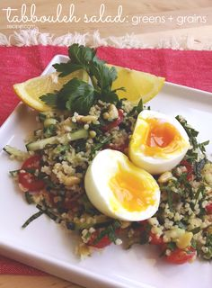 Tabbouleh salad is the perfect spring lunch: flavorful, tangy, and hearty. #lunch #salad