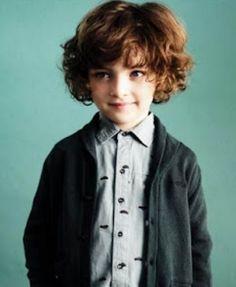 Ya quedaron atrás aquellos tiempos cuando los niños llevaban el mismo peinado,era clásico y popular...  En el año 2016 ,los peinados para lo...