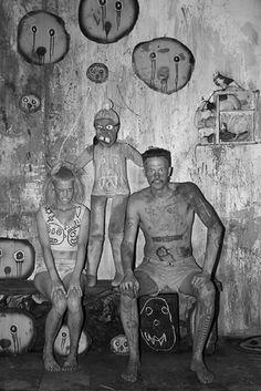 Juxtapoz Magazine - Another Look: Roger Ballen x Die Antwoord Die Antwoord, Bad Family Photos, Yolandi Visser, Spooky Eyes, Creepy Photos, Bizarre Photos, Creepy Images, Arte Horror, Lollapalooza