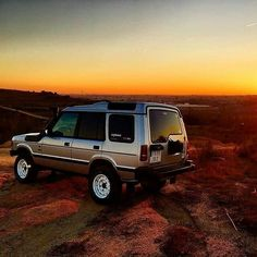 Stunning! By @bananera_expeditions Source: @expl_more #landrover #discovery #discovery1 #d1 #landroverphotoalbum #4x4