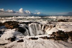 I want to do this hike! Thor's Well, Cape Perpetua, Oregon, Usa. Photo by Nathaniel Reinheart via Flicker.
