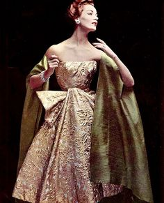 Model in sumptious gold brocade cocktail dress worn with silk shantung cape-stole by Jacques Heim, jewelry by Roger Scémama, photo by Philippe Pottier, 1956 1950s Style, Style Année 60, Couture Mode, Style Couture, Couture Fashion, Vintage Glamour, Vintage Beauty, Retro Mode, Vintage Mode